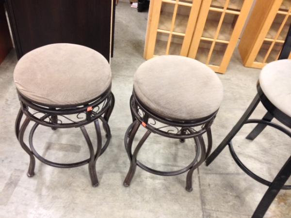 no back bar stools $40 each resized 600
