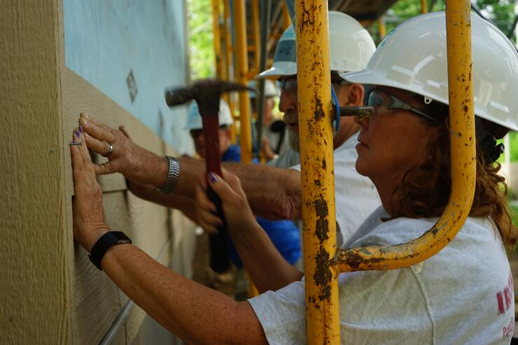Builder's Circle volunteers installing some siding.