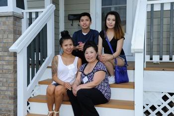 Framed_family_photo_Mai_and_Tue
