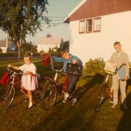 Kids_on_bikes_sq