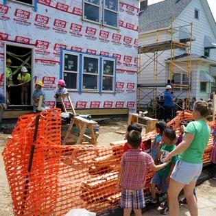 Wellstone_Kids_Visiting_Volunteers_sm_