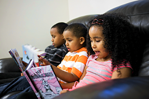Yemanes_kids_reading