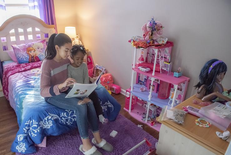 LaShonda's daughters reading
