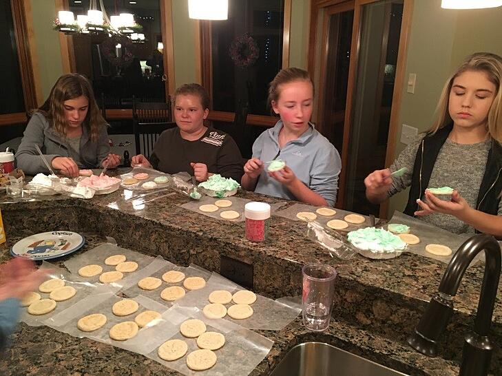 youth_decorating_cookies_2