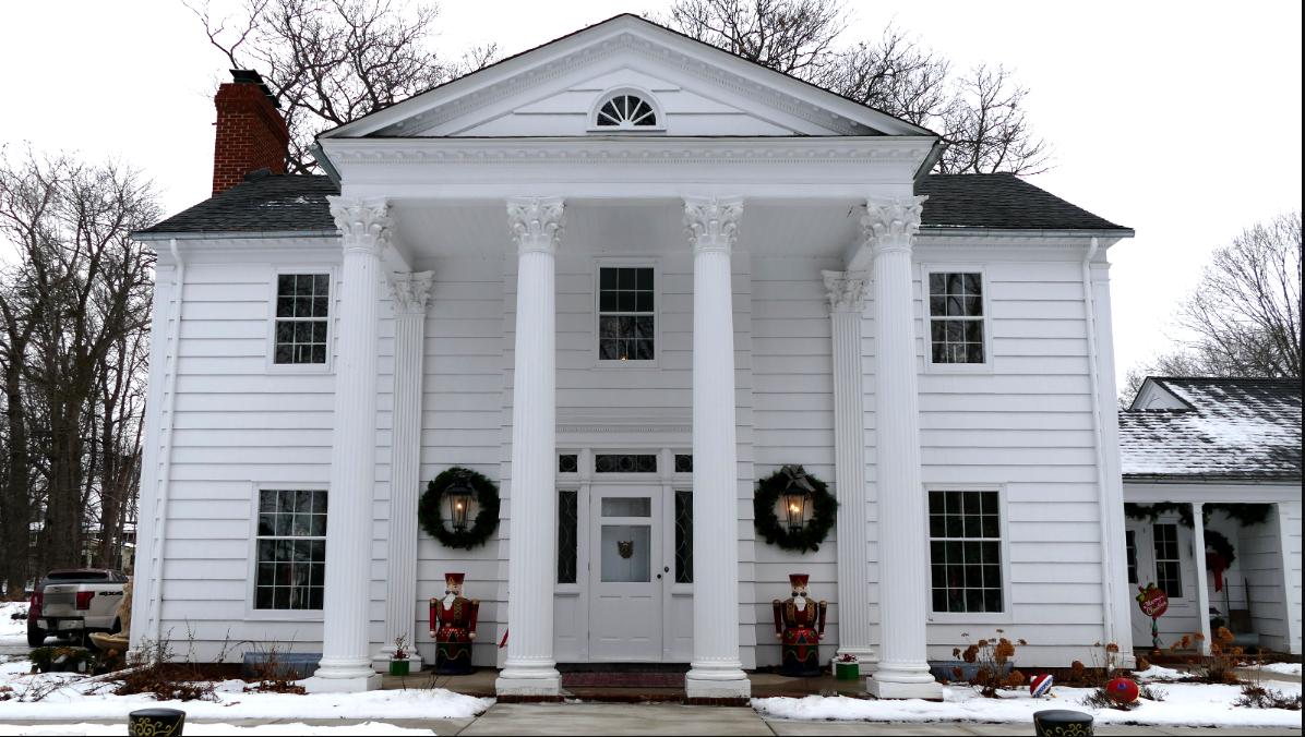 white house outside shot