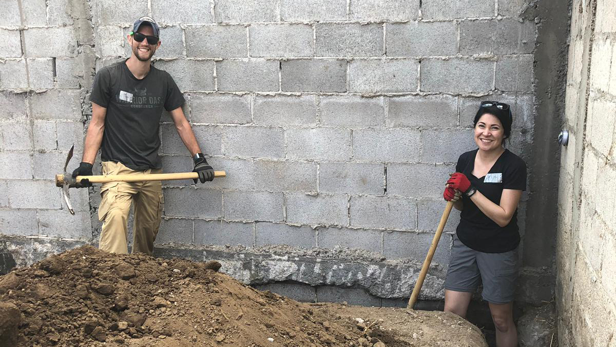 Guatemala Global Village volunteers digging trenches